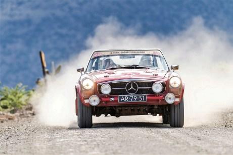 """""""Rally the Globe""""-Gründungsmitglied Mick und Grace De Haas mit ihrem Mercedes Benz 230 SL von 1966. Foto: Auto-Medienportal.Net/Rally the Globe"""