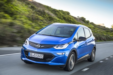 Preiswürdiges Konzept: Der revolutionäre Opel Ampera-e begeistert Experten und Fachjurys mit einer im Wettbewerbsumfeld einzigartigen elektrischen Reichweite von 520 Kilometern, gemessen nach Neuem Europäischen Fahrzyklus. © Opel