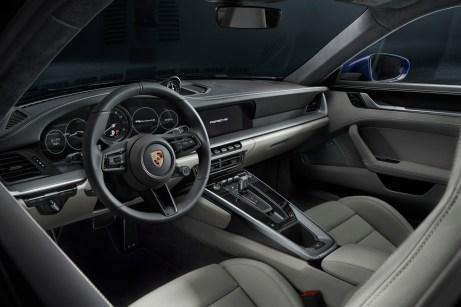 Beim Armaturenbrett nahm Porsche zugunsten eines Digital-Cockpits Abschied von den fünf Analog-Instrumenten. © Porsche