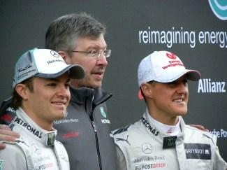 Damals mit Mercedes AMG Petronas: Michael Schumacher und Nico Rossberg. In der Mitte steht Ross Brawn. Foto: Auto-Medienportal.Net