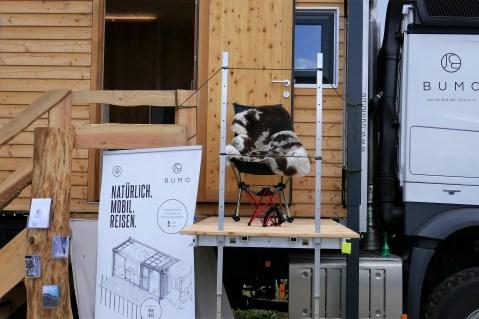 Eine ausfahrbare Terrasse vergrößert den Lebensraum. Foto: Auto-Medienportal.Net/Bumo