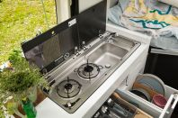 Die Küche im VW Grand California. © Volkswagen