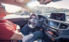 Allein im SUV Santa Fe sind heute serienmäßig davon mehr als 20 Assistenzsysteme vorhanden, nicht gerechnet eine Reihe von inzwischen gesetzlich vorgeschriebenen Einrichtungen. Foto: Auto-Medienportal.Net/Bosch