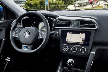 Der Touchscreen des Renault Kadjar ist jetzt nahtlos ins Armaturenbrett integriert. © Renault