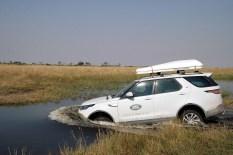 Die Eignung der Pfade wird ebenso protokolliert wie die erreichbare Durchschnittsgeschwindigkeit, denn schließlich muss der Konvoi unter Real-Bedingungen mit fast dreimal so vielen Fahrzeugen verlässlich sein Tagesziel erreichen können. Foto: Auto-Medienportal.Net/Land Rover/Axel F. Busse