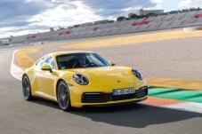 Ganz der Alte - aber nur fast: Der etwas gewachsene Porsche 911 auf dem Rennkurs von Valencia. © Porsche
