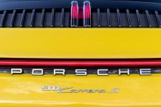 Auffällig: die hochkant installierte dritte Bremsleuchte. © Porsche