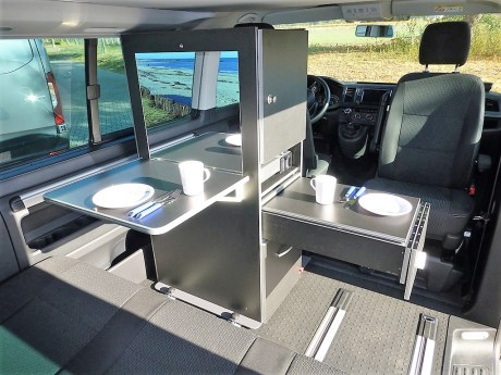 Der Reimo Calischrank für VW T5 und T6.Foto: Auto-Medienportal.Net/Reimo