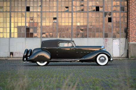 Ein 1934er Pakard Twelve Custom Cabrio Victory wurde für 3,745 Millionen Dollar (3,3 Millionen Euro) ersteigert. Foto: Auto-Medienportal.Net/Sotheby's