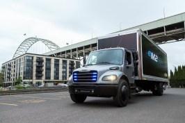 Elektrisch angetriebener mittelschwerer eM2 Lkw für den lokalen Einsatz: Der Freightliner e-M2. Foto: Auto-Medienportal.Net/Daimler