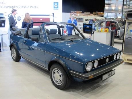 Mit Kunststoff-Stoßfängern folgte das 84er Golf I Cabrio dem Zeitgeist.