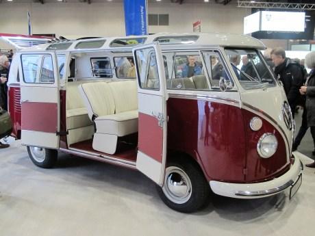 Schöner T1 Sambabus von 1967 mit 23 Fenstern und hellen Polstern.