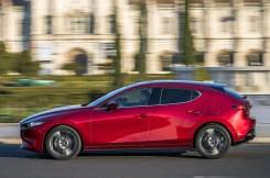 Langgestreckter Kompakter: Dank langer Haube und kurzen Überhängen wirkt der Mazda3 dynamisch. Dazu kommen die glatten Flächen - Kanten gibt es nach der Motorhaube keine mehr. © Mazda