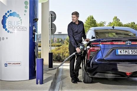Aktuell ist das Tankstellennetz in Deutschland zwar noch sehr überschaubar, doch inzwischen werden fast im Wochentakt neue Wasserstoffstationen eröffnet, und bis zum Jahr 2023 soll das Netz in Deutschland auf 400 Stationen ausgebaut werden. Foto: Auto-Medienportal.Net/Toyota