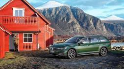 """Beim Alltrack serienmäßig an Bord: eine der zwei Topmotorisierungen (176-kW-TDI oder 200-kW-TSI) und neue Assistenzsysteme wie der """"Travel Assist"""". © Volkswagen"""