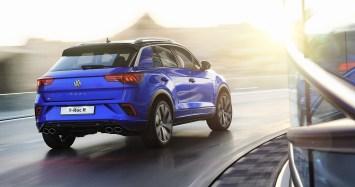 Am Heck deuten links und rechts zwei doppelt ausgeführte Abgasanlagen auf die Mehr-Leistung hin. © VW