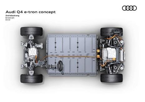 Ein großformatiger Akku nimmt zwischen den Achsen nahezu die gesamte Fläche im Unterbodenbereich ein. Foto: Auto-Medienportal.Net/Audi