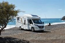 Der ProRS 695 HB taugt als Familienmobil oder für zwei Camper, denen Übernachtungsgäste willkommen sind. Das Platzangebot ist üppig, Stauraum ist dank Heckgarage und Doppelboden ebenso im Überfluss vorhanden. © Euramobil