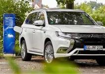 Plug-in-Hybrid-Fahrzeugen genügen Normal-Ladestationen