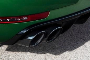Macht Eindruck: Die Auspuffanlage mit je zwei Endrohren links und rechts. © Porsche