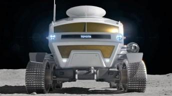 Das sechs Meter lange Konzeptfahrzeug dient als mobile Raumstation, die sowohl von den Insassen als auch aus der Ferne gesteuert werden kann. Auch autonomes Fahren ist möglich. © Toyota