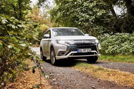 Mit einem CO2-Ausstoß von 46 g/km und 2,0 l/100 km sowie 16,9 kWh/100 km erfüllt der Outlander PHEV klar die gesetzlichen Vorgaben und erhält die staatliche Förderung von 1500 Euro. © Mitsubishi