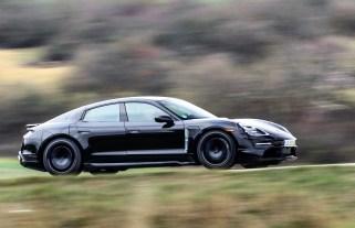 Der Taycan lässt sich in vier Minuten auf bis zu 100 Kilometer Reichweite laden. © Porsche