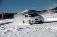 Im winterlichen Lappland muss der neue Opel Corsa - noch im Erlkönig-Tarnkleid - zeigen, was er kann. © Opel