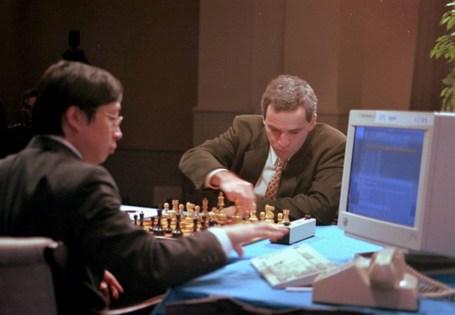 Garry Kasparow (rechts) hatte im Kampf gegen Deep Blue keine Chance. Foto: Auto-Medienportal.Net/IBM