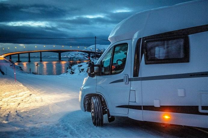 Dunkelheit, Kälte und Wind setzten dem Hobby Optima bei den Wintertests in Nordnorwegen ordentlich zu.