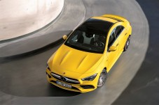 Der Mercedes-AMG CLA 35 4MATIC, Kraftstoffverbrauch kombiniert: 7,3-7,2 l/100 km; CO2-Emissionen kombiniert: 167-164 g/km. Foto: Auto-Medienportal.Net/Daimler