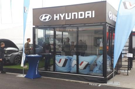 Der Treffpunkt der Hyundai-Fans im Fahrerlager in Oschersleben. © Ralf Loweg / mid