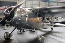 Hochglanzpoliert im Style der MidWest Airlines ist der Businessliner Cessna 195.