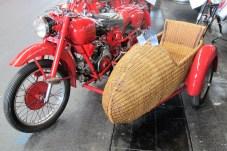 Für 12.000 Euro verkäufliche Moto Guzzi Airone 250 mit Korb-Seitenwagen von 1952