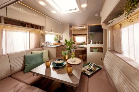 Das Interieur des Wohnwagens Averso 490 TS löst bestimmt keinerlei Aversionen aus. © Bürstner