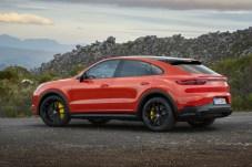 Im Gegensatz zu etablierten Mitbewerbern wirkt das Heck des Cayenne Coupé sehr harmonisch. © Porsche Postproduction: Wagnerchic – www.wagnerchic.com