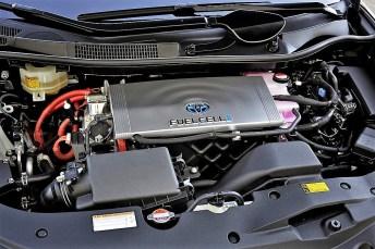 Blick in den Motorraum eines Toyota Mirai. © Toyota