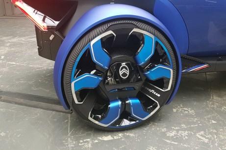 Die 30-Zoll-Räder sind eine Spezial-Entwicklung von Goodyear für den 19_19 Concept. © Jutta Bernhard / mid
