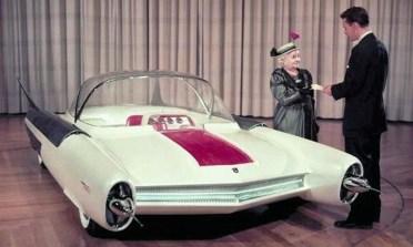 Bill Ford, Enkel von Henry Ford I und Bruder von Henry Ford II mit einem Ford Nukleon. Foto: Auto-Medienportal.Net/Ford
