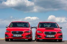 Eleganter ohne Hutze: Subaru Levorg 2.0 (Modelljahr 2019, links) und 1.6GT (Mj. 2018). Foto: Auto-Medienportal.Net/Subaru
