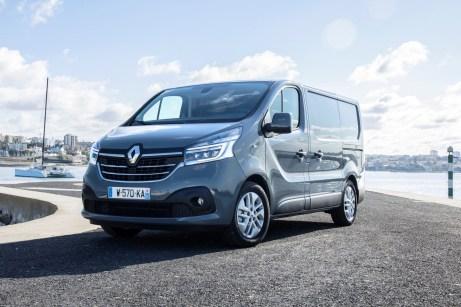 Technisch deutlich überarbeitet: der Renault Trafic (Foto) und sein größerer Bruder Master. © Renault