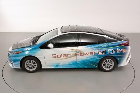 Technologieträger: der Toyota Prius Plug-in-Hybrid auf Solar-Mission. © Toyota