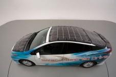 Bereit für die Demo-Fahrt: Diesem Toyota Prius Plug-in-Hybrid steigt die Sonne aufs Dach. © Toyota