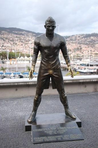 Dem berühmtesten Sohn der Insel wurde bereits in jungen Jahren ein Denkmal gesetzt: dem mehrfach zum Weltfußballer des Jahres gewählten Cristiano Ronaldo.