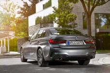Statement des Kraftbolzens: Die beiden dicken Auspuffrohre signalisieren, dass der Verbrennungsmotor kein Schwächling ist. © BMW