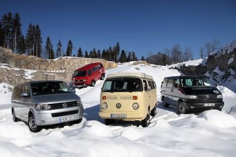 """Volkswagen Bulli: Ausflug in den Schnee zum 25. """"Geburtstag"""" des Synchro-Antriebs. Foto: Auto-Medienportal.Net/Volkswagen"""