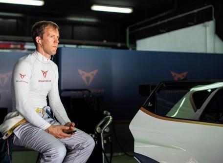 der zweimalige DTM-Champion offizieller Fahrer des ersten rein elektrischen Tourenwagens Cupra e-Racer. © Cupra