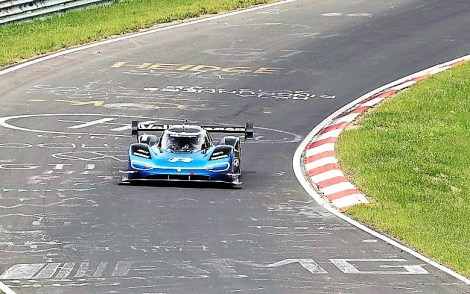 """Die höchste Geschwindigkeit erreichte der ID.R auf seiner Rekordrunde im Streckenabschnitt """"Fuchsröhre"""", einer Senke nach einem längeren Bergab-Stück. Hier ermittelte die Datenaufzeichnung 273 km/h. © Volkswagen"""