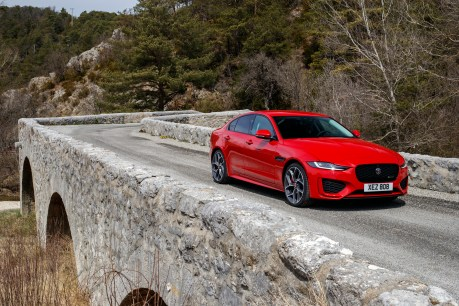 Drei Vierzylinder-Motoren, zwei Benziner und ein Diesel, sorgen für Fahrspaß. © Jaguar