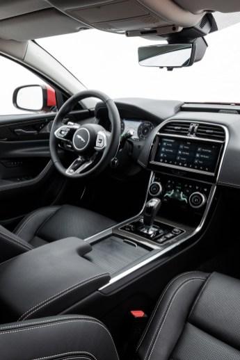Konsequent waren die Jaguar-Designer bei der Neugestaltung des Interieurs. Beste Verarbeitung, wertige Materialien und hohe Qualität. © Klaus H. Frank